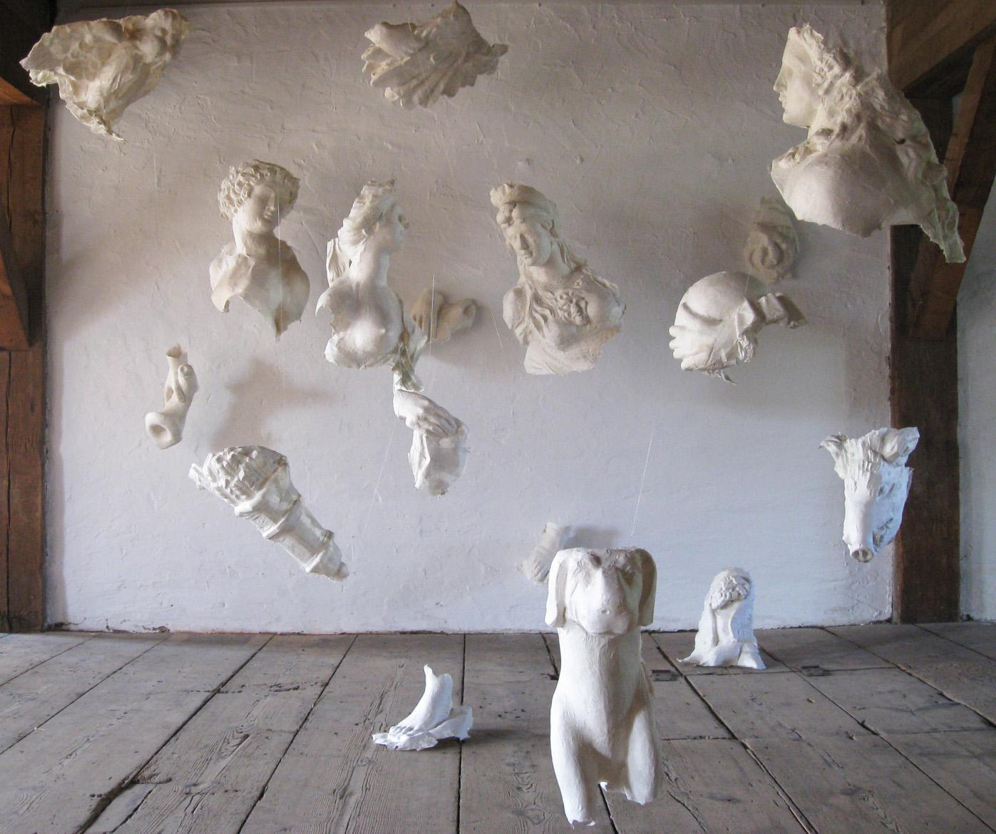 Astrid Weichelt - Relikte der Vergangenheit in Papier geformt